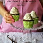 Cupcake al cioccolato e panna montata profumata alla vaniglia