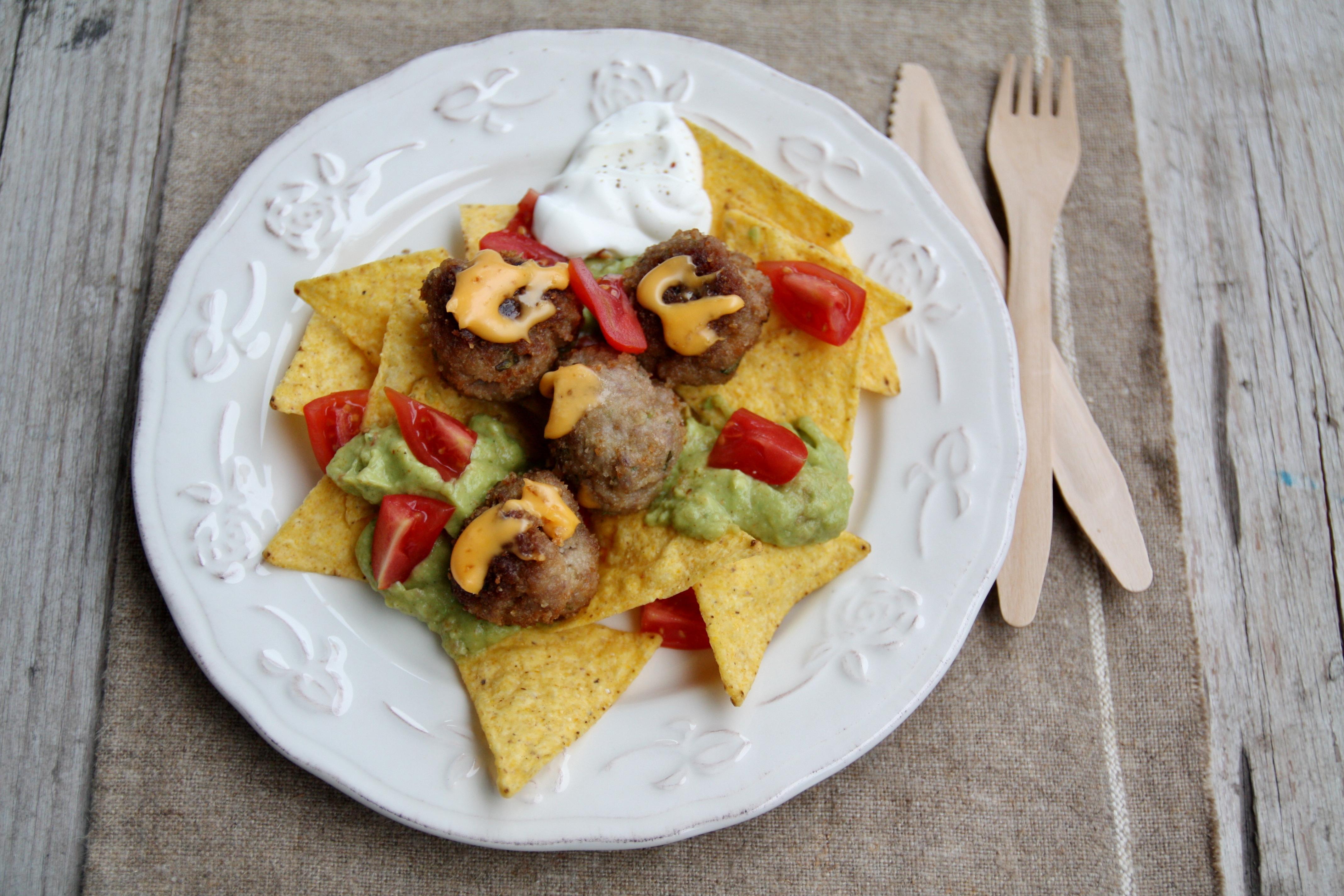 Polpette alle erbe aromatiche con guacamole e tortillas chips