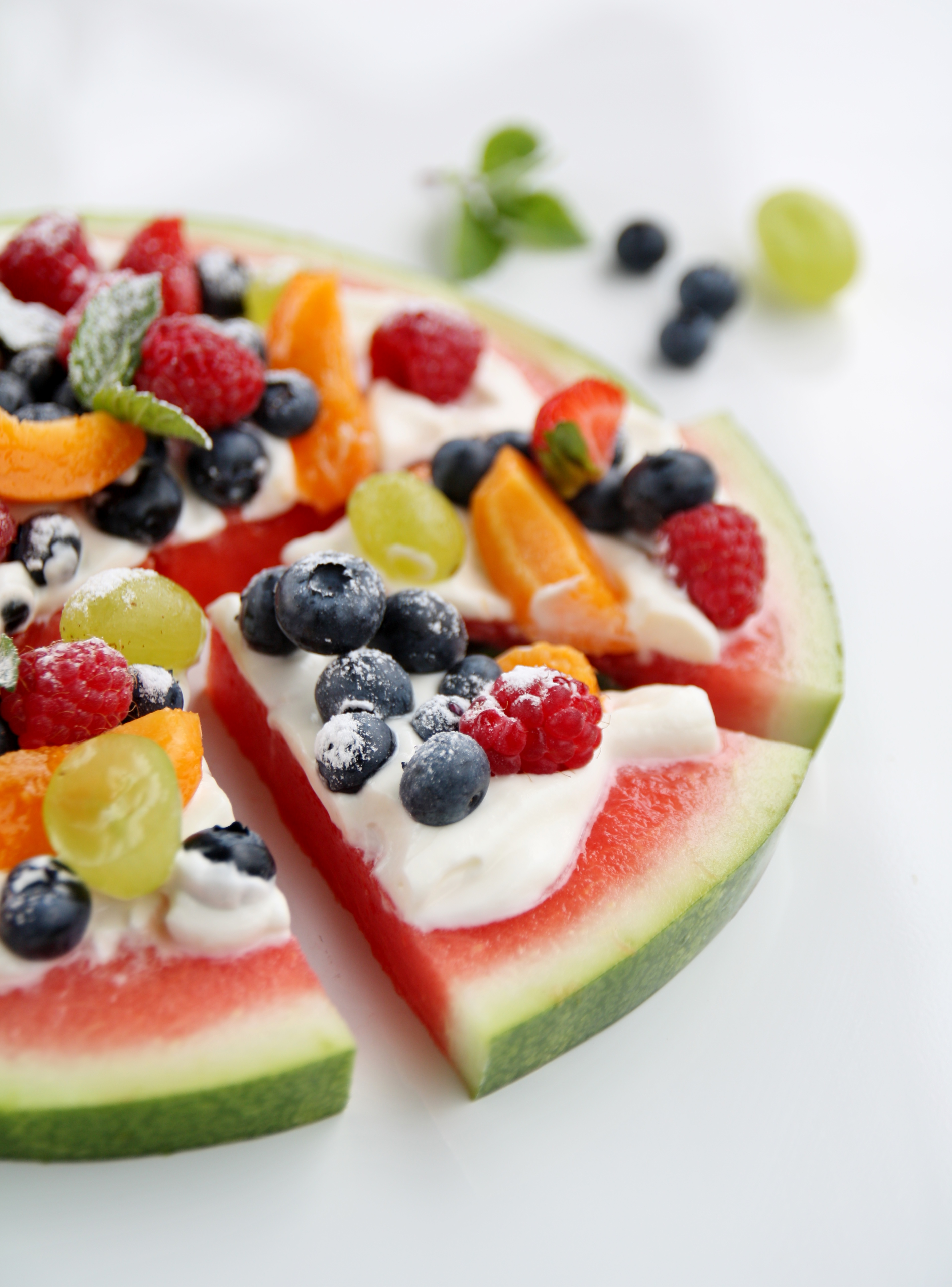 Torta di anguria e frutta fresca