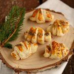 Croissant salati con speck e mozzarella