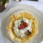 Cestino di frico con risotto al tartufo e salame