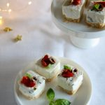 Mini cheesecake salati con olive taggiasche e pomodorini confit