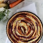 Torta salata alle carote colorate