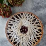 Crostata geometrica ai frutti di bosco
