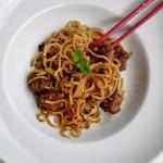 Noodles con polpettine alla salsa di soia