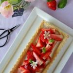 Crostata con panna cotta al basilico e fragole