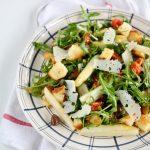 Insalata di rucola, asparagi di Badoere IGP, olive e pomodorini