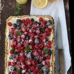 Crostata senza cottura con crema al lemon curd e frutti di bosco