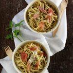 Spaghetti con piselli e prosciutto crudo