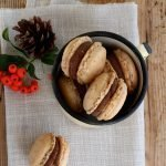 Macaron alla mousse di cioccolato e burro di arachidi