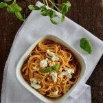 Spaghetti con crema di peperoni e ricotta