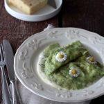 Ravioli verdi con robiola e speck su fonduta di Formadi Frant