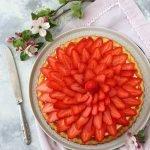 Torta di fragole e crema pasticcera al limone