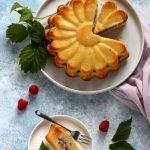 Torta soffice al limone e marmellata di lamponi